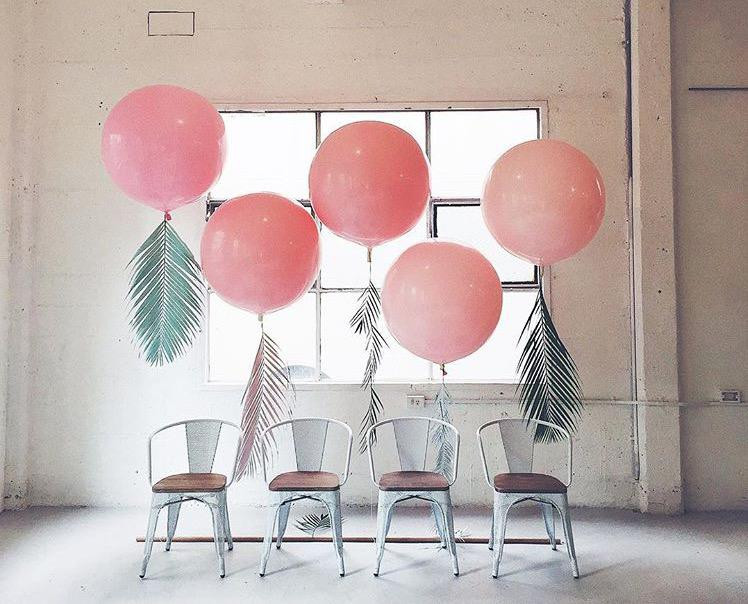 Another Story loves: big balloons