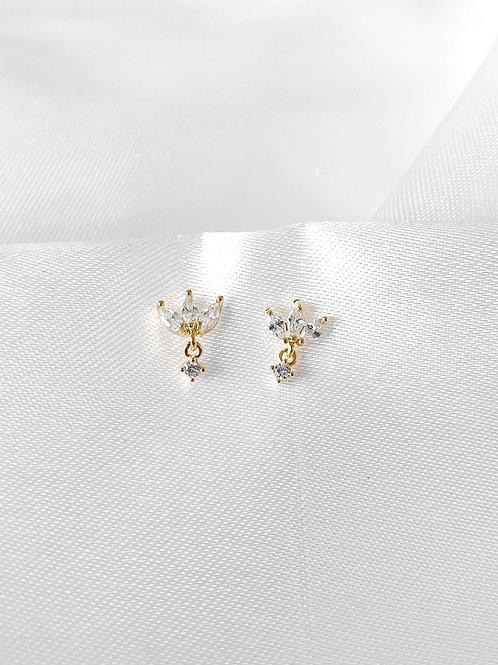 Kayla earrings white