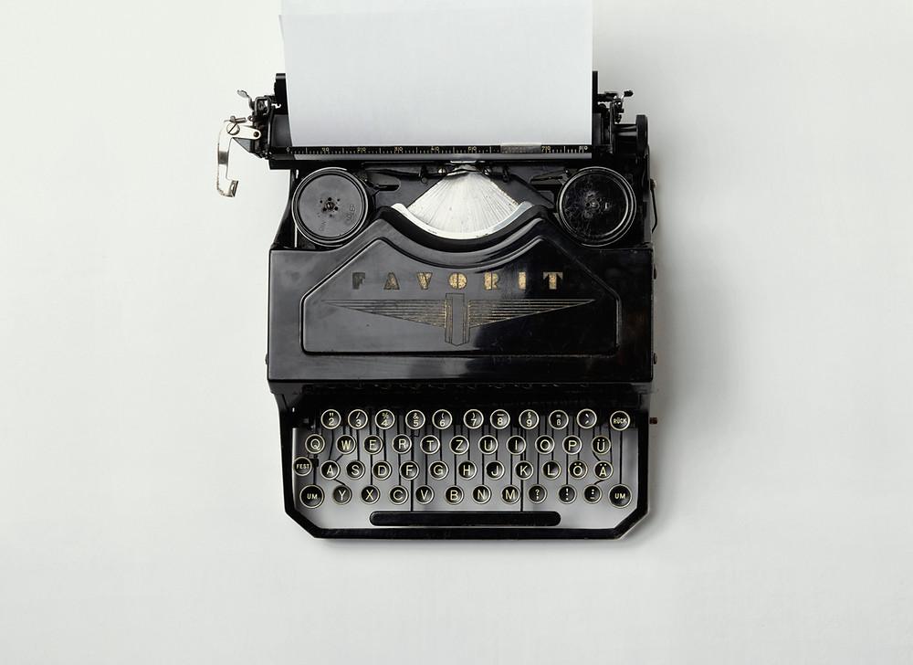 صورة لآلة كتابة عتيقة