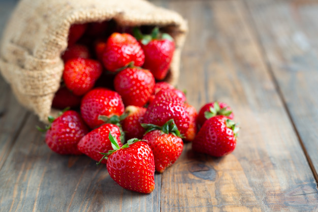 fresh-strawberries-wooden-table_1150-805
