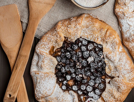 homemade-apple-pie-and-blueberry-pie_edi