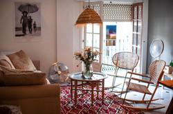Salongen med franska fönster