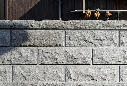 石塀・正面から