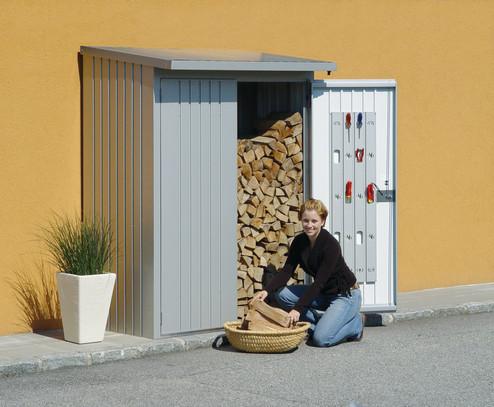 WoodStock_150_natur_tuer_offen_frau_holz