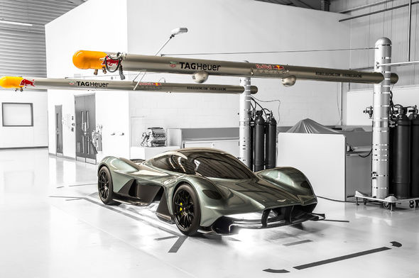 Aston Martin показал гибрид «Валькирия»