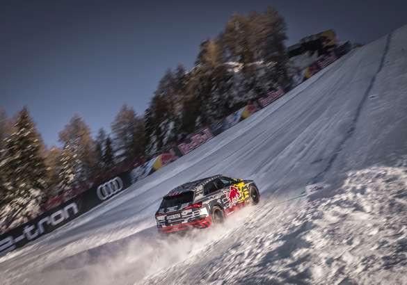 Audi e-tron поднялся по горнолыжной трассе с 85%-ым уклоном