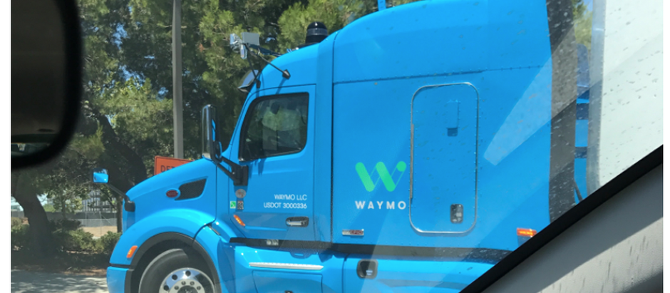 В сети появились первые фото беспилотного грузовика от Waymo