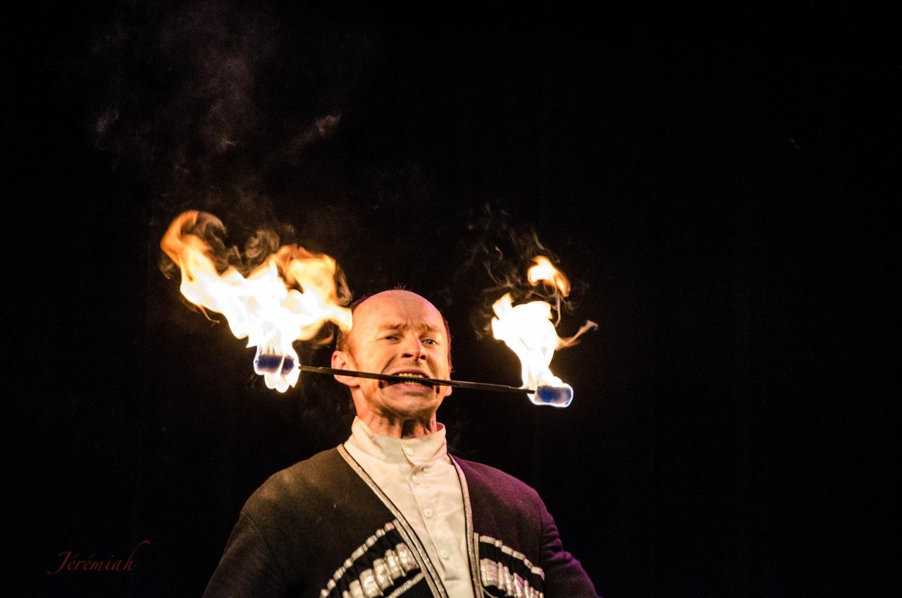 danse cosaque cracheur de feu
