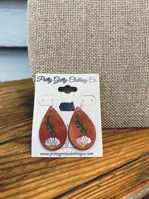 Small leather teardrop earrings (white flower)