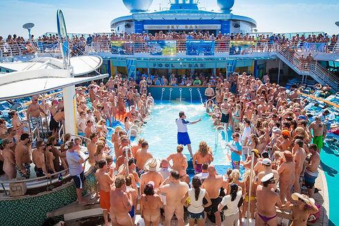 170801-couple-cruise-orgies-23.jpg