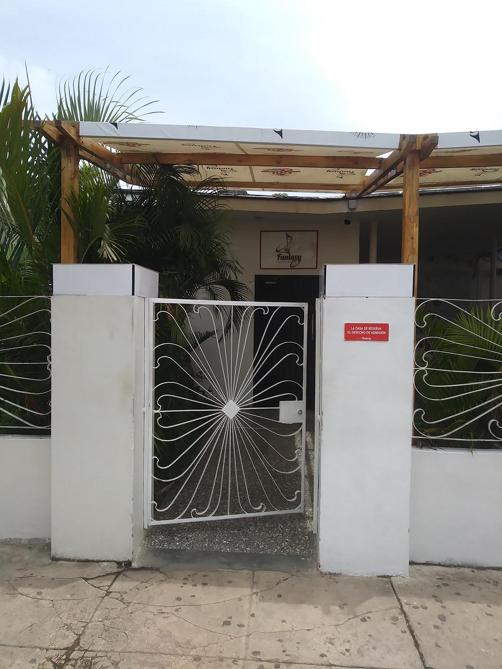 FANTAXY NIGHTCLUB HAVANA CUBA   www.cubatraveltrips.com