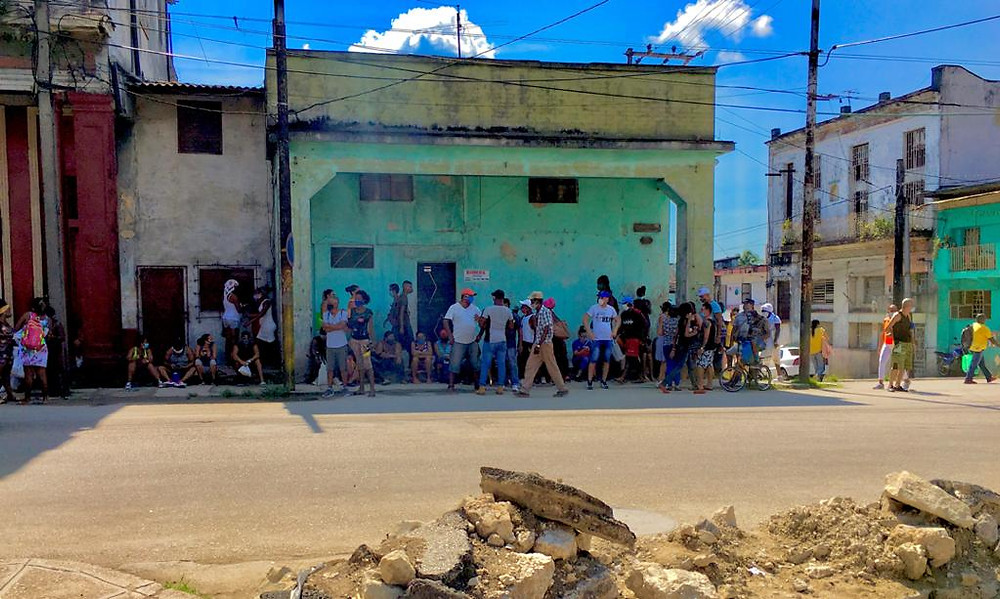"""Lines in Havana and throughout Cuba are the start of Cuba's new """"special period"""""""