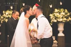 Beijo dos Noivos no Casamento