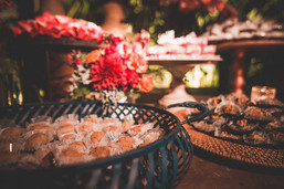 mesa do bolo de casamento em Mairiporã