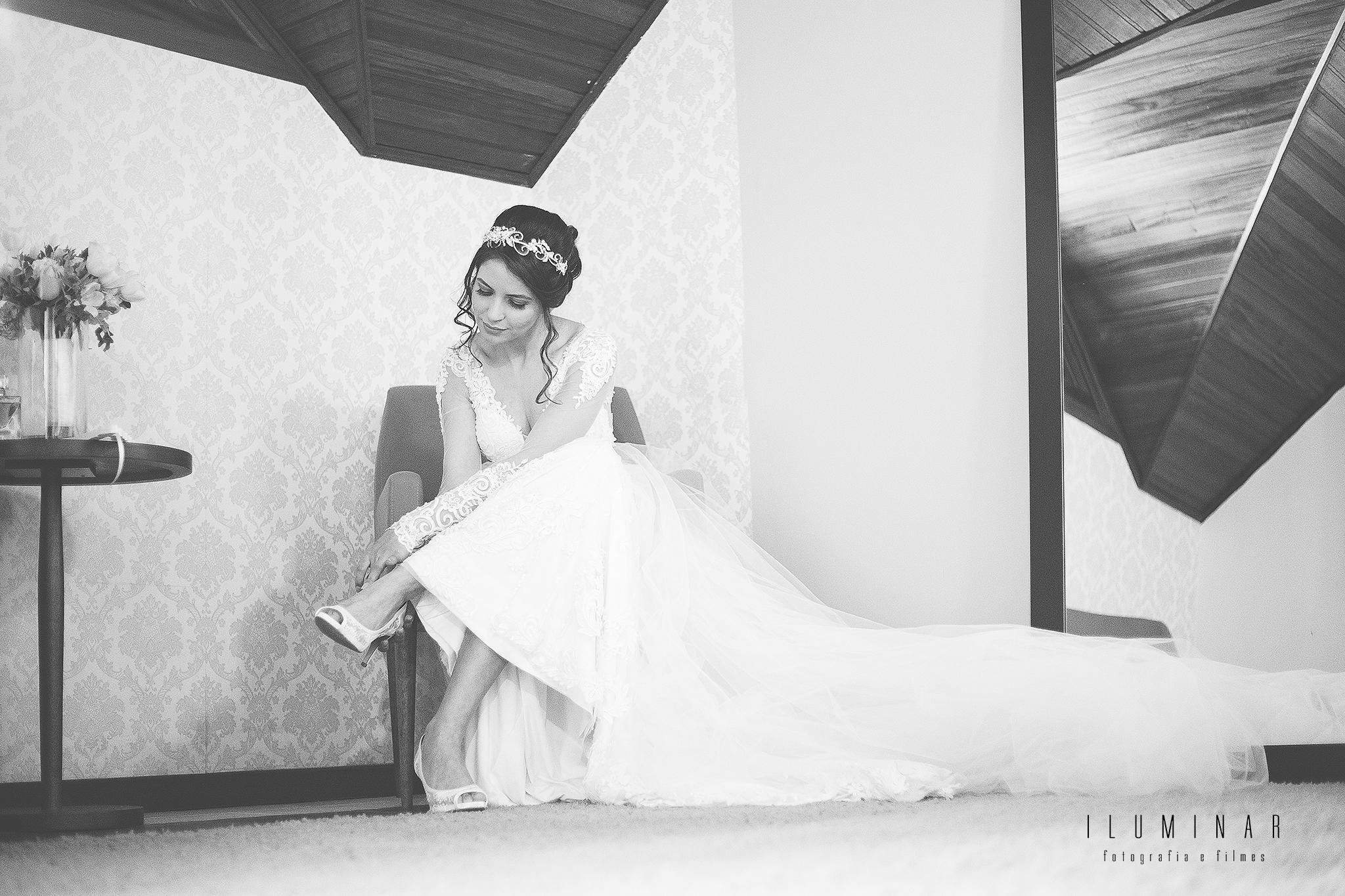 Noiva Colocando o Sapato