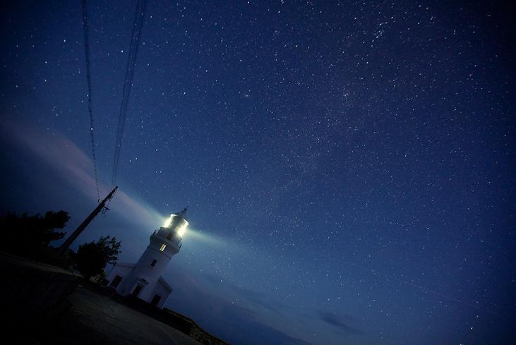 屋久島灯台(永田)と星空2.jpg