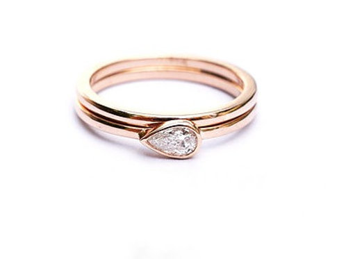 Horizontal Pear Cut Diamond and Wedding Band Set