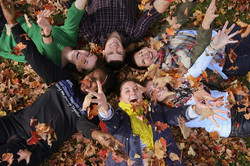 fall leaves students 600x400