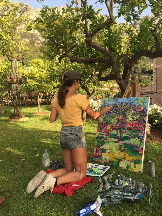 Painting in the garden of La Residencia