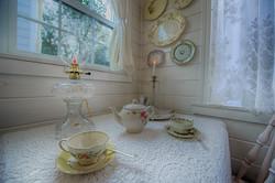 cottage tiny house dining