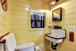 Bathroom Arthur Tiny House