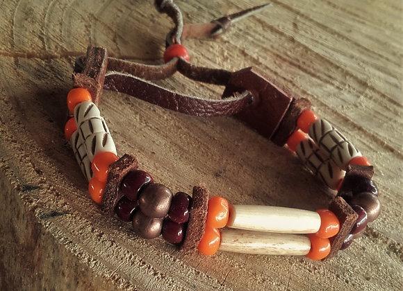 Bracelet style Amérindien, 2 rangs, os sculptés et perles de verre - Ref : B 112