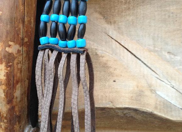 Porte clés, corne, perles, cuir marron clair style serpent, frangés - ref: KC 9