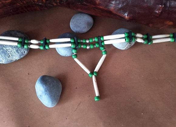 Choker style Amérindien 2 rangs os et perles de verre vertes - ref: C 81