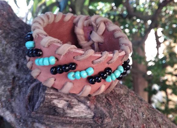 Bracelet en cuir beige Motif perle couleurs turquoises et noires: Ref : BL 22