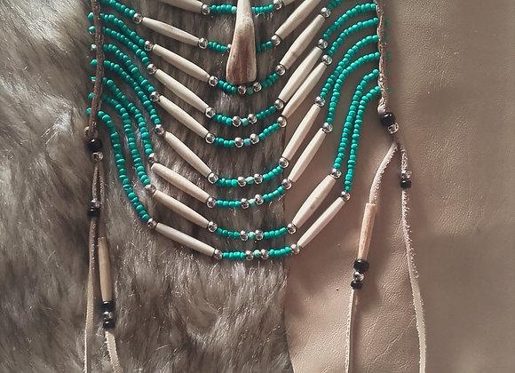 Collier style Crow - dent de bison, os, perles de verre - ref: N 8