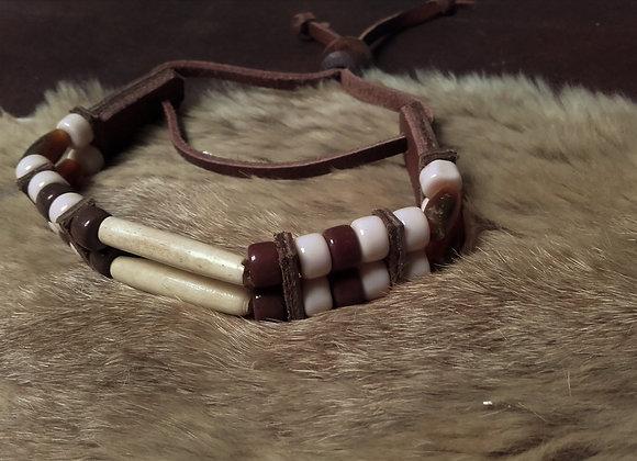 Bracelet style Amérindien, 2 rangs, os, corne, perles de verre 8mm - Ref: B341