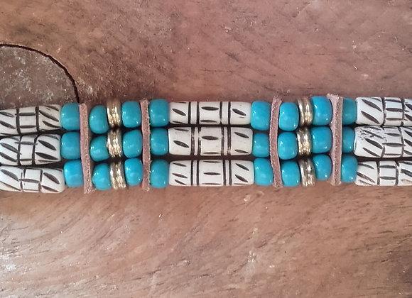 Bracelet Amérindien, 3 rangs, os sculptés, perles bleues turquoise - Ref: B 296