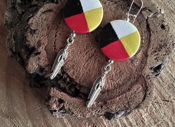 Boucles d'oreilles roue médecine 4 couleurs, plume  - ref: BO 1MW4