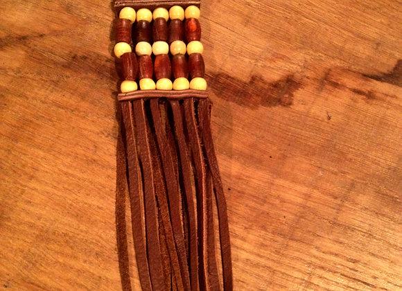 Porte cles en corne brune et perles de bois - ref: KC 8