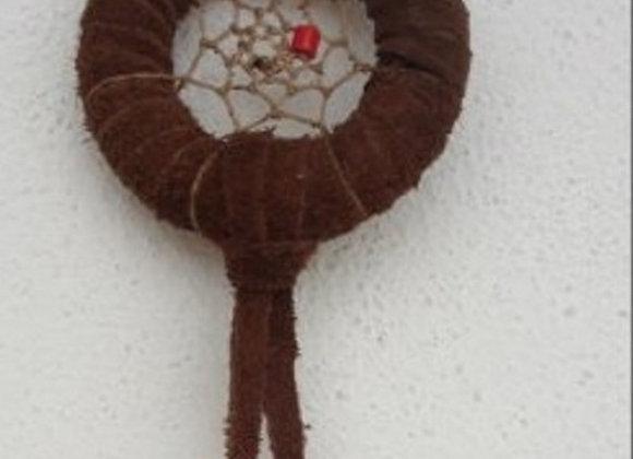 Attrape rêves peau marron sur cercle de bois - ref: DC 140101