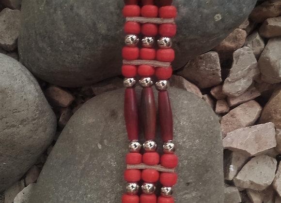 Bracelet Amérindien, 3 rangs corne, perles de verre rouge tomate - Ref: B 304