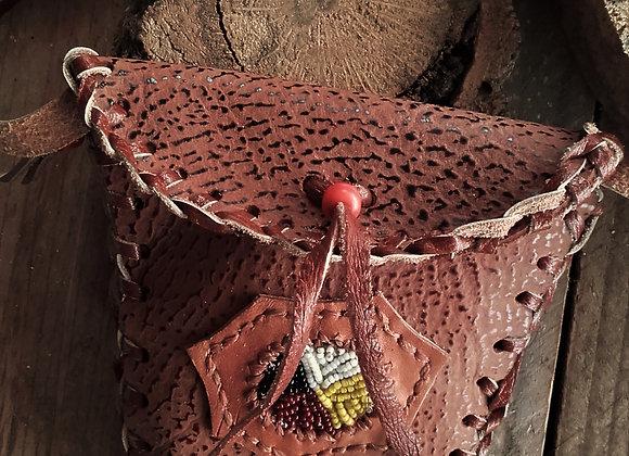 Médecine bag ou sac de souhait (vœu) en cuir marron, perlage - ref MB 18