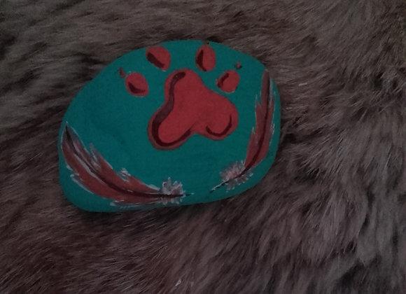 Pierre médecine peinte en couleur à la main - patte de loup - ref: Wolf paw 10