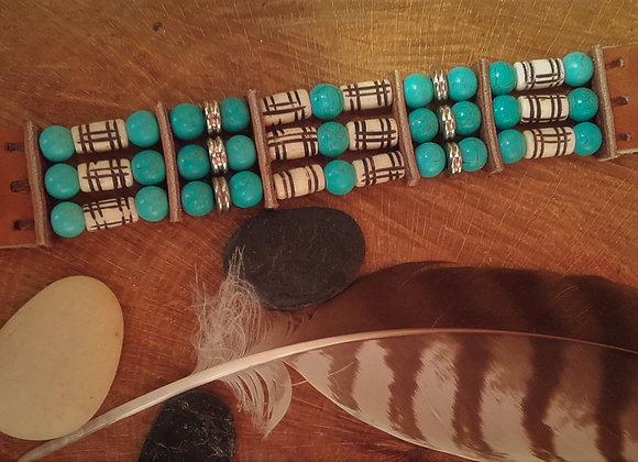 Bracelet Amérindien, os sculptés, perles howlite turquoise 3 rangs - Ref : B 290