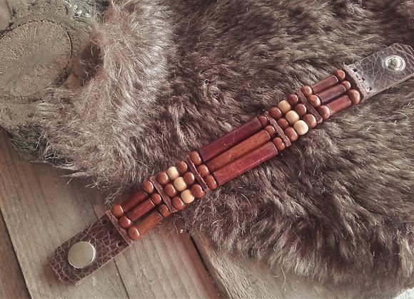 Bracelet style Amérindien, 3 rangs, perles bois cuir marron  Ref: B 346