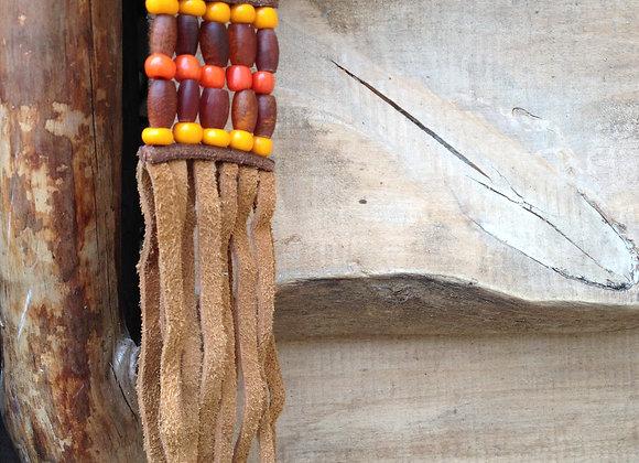 Porte cles en corne brune et perles oranges - ref: KC 16