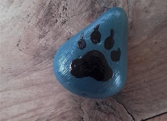 Patte de loup, pierre peinte à la main - ref: wolf paw 13