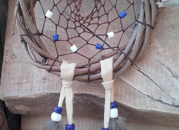 Attrape rêves  bois naturel (saule) perles blanches et bleues  - ref: DC 180102