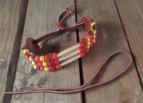 Bracelet os, corne, perles rouges et jaunes - Ref: B 325