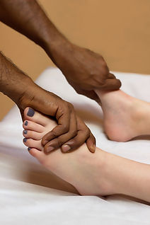 foot-massage-3524546_1920.jpg