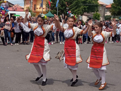 """Участие на учебен танцов състав към 102 ОУ """"П. Волов"""""""