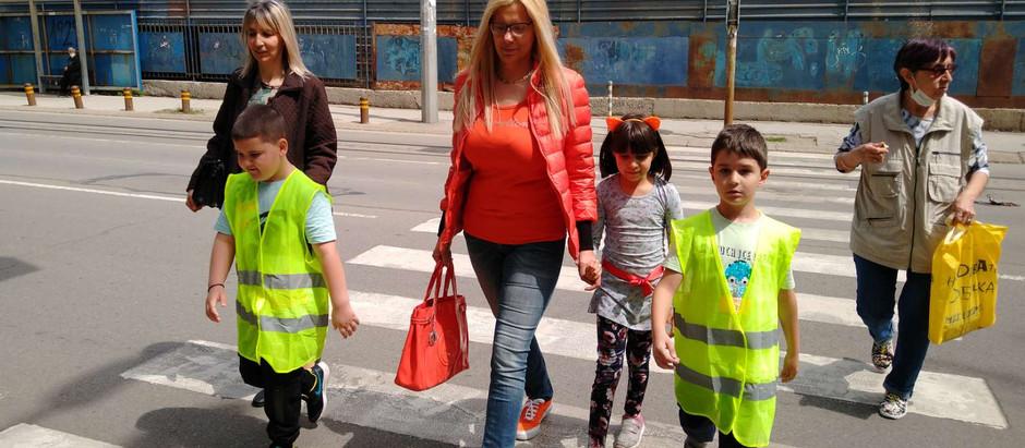 Прилагане на уменията за безопасно поведение на пътя в реална среда