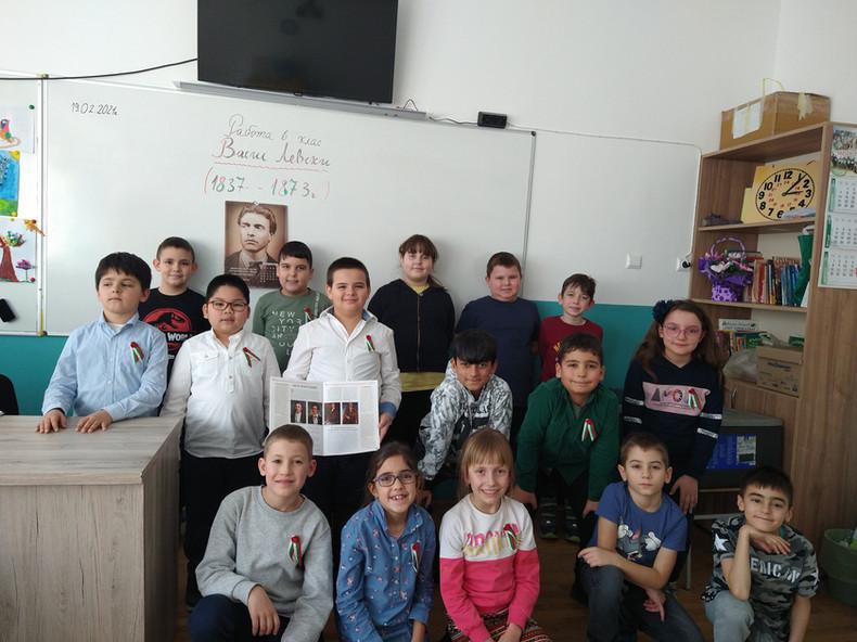 Учениците от IIб клас- За Левски!.jpg