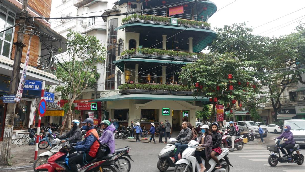 A busy Hanoi Street | Photo by Chris Brecht