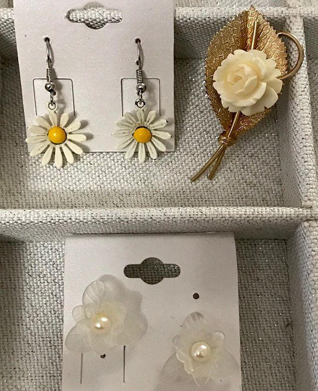 Vintage Designs For Spring ~ Daisy Earri